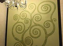 Роспись стены с декоративной лепкой